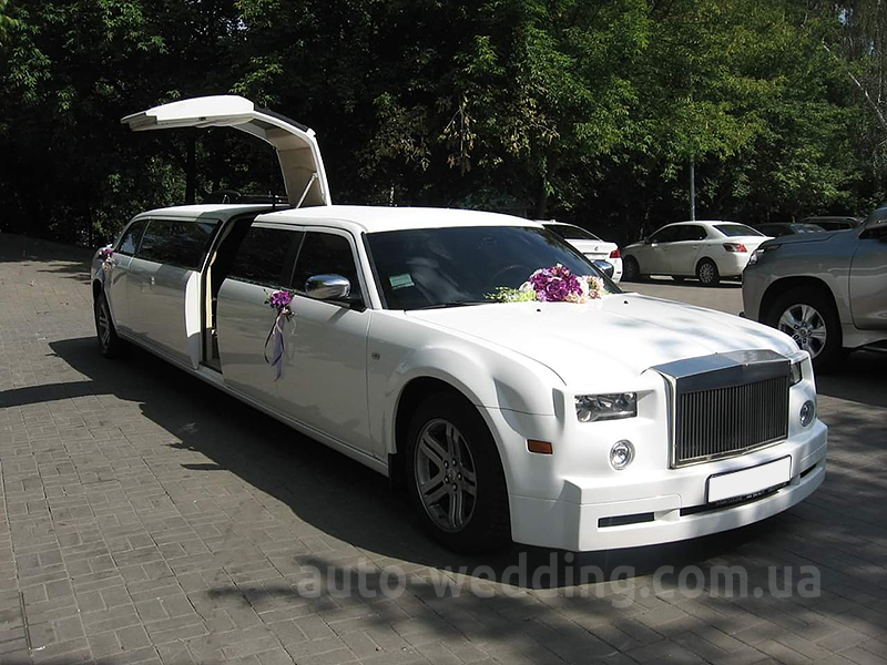 Прокат лимузина Chrysler 300C Rolls-Royse Phantom белый