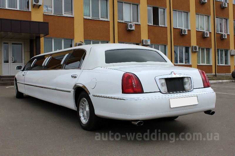 Аренда лимузина lincoln Town Car Prestige